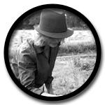 Dagmar Michel zieht seit Jahren als die Brookmerlander Kräuterhexe durch die Meeden.